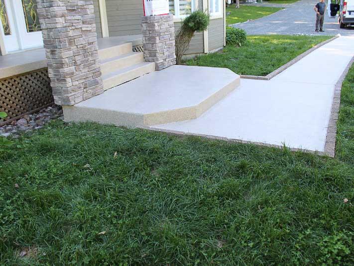 perron-dalle-beton-flocons-polyure-laval