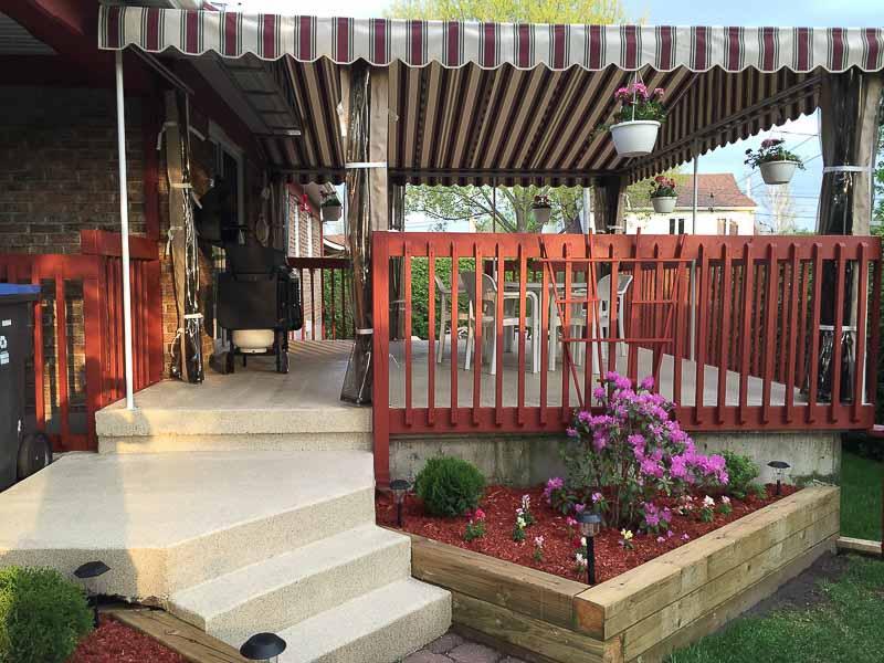 patio--dalle-beton-rajeunissement-revetement-flocons-polyurea-beauport