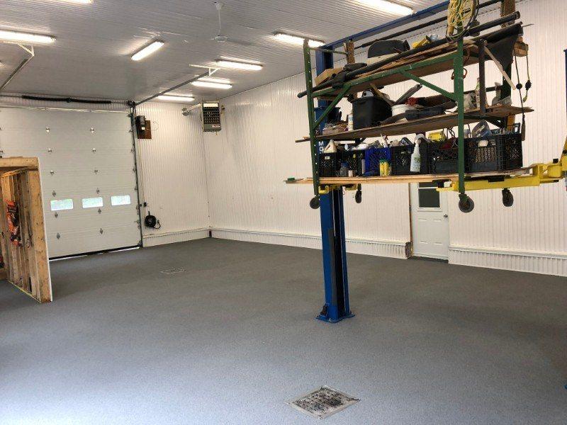 garage-commercial-plancher-beton-reparation-Epoxy-polyurea-flocons-Prostationnement