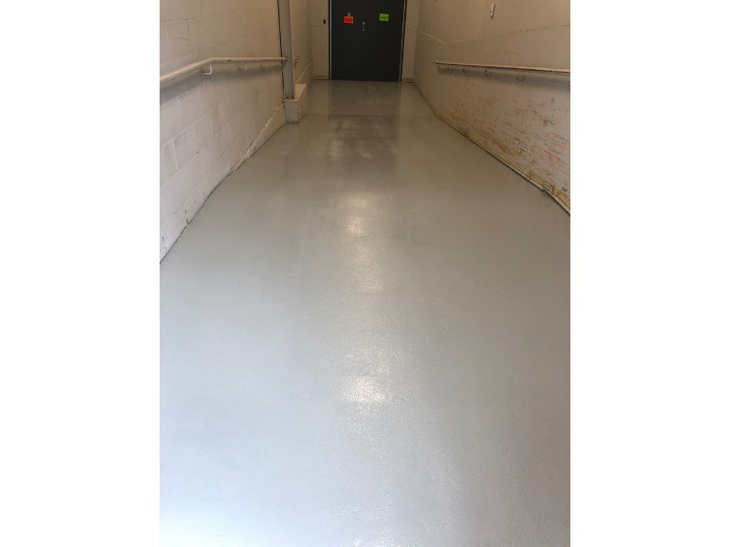garage-commercial-plancher-beton-reparation-Epoxy-polyurea-flocons-Prostationnement