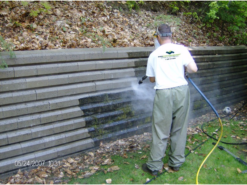 nettoyage-haute-pression-muret-beton-enlevement-moisissure