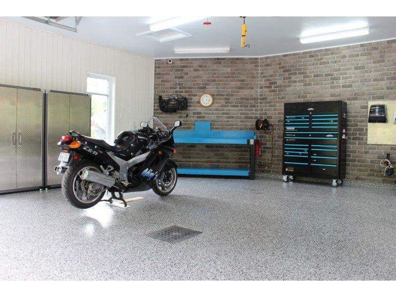 plancher-epoxy-coffre-outils-moto